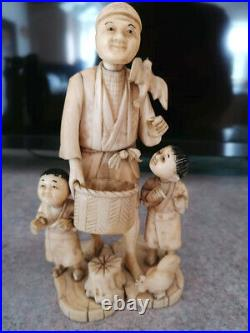 Antique Meiji Period 1868-1912 Japanese Carving Okimono Man with Children SIGNED