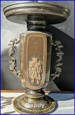 Beautiful Pair of Antique Japanese Meiji Period (1868-1912) Bronze Vases Signed