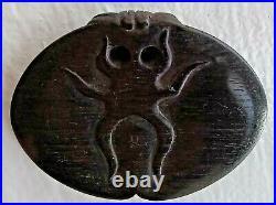 Japanese Netsuke Ebony Wood Sting Ray with Opal Eyes Meiji Period 3.7 cm long